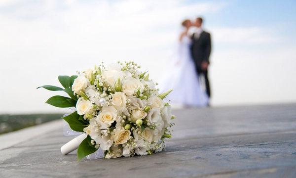 Έλληνας παρουσιαστής δεν κάλεσε ούτε τη μητέρα του στον γάμο του - Πώς αντέδρασε όταν της το είπε;