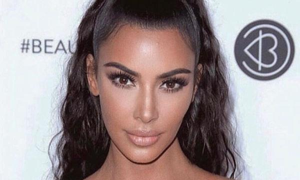 Κλείνουμε τα μάτια μας. Η Kim Kardashian με το πιο κιτς outfit ever