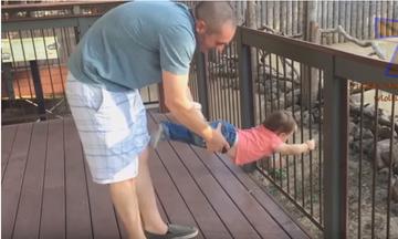 Ξεκαρδιστικό βίντεο: Δείτε πως διασκεδάζουν αυτά τα παιδάκια στο ζωολογικό κήπο (vid)