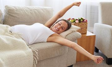 Εγκυμοσύνη και ύπνος: Τι πρόβλημα δημιουργεί η στάση «ανάσκελα» στον ύπνο;