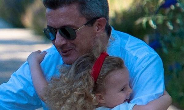 Νίκος Χατζηνικολάου: Η φωτογραφία με τα παιδιά του μετά το τέλος των διακοπών