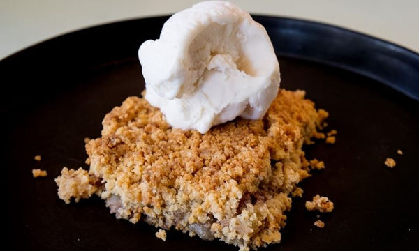 Αυτό το Apple Crumble θα γίνει το αγαπημένο σας γλυκάκι