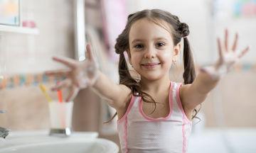 Tips για να μάθουν τα παιδιά σας να πλένουν σωστά τα χέρια τους