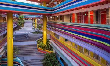 Δεν θα θέλουν να φύγουν οι μαθητές που θα πάνε σε αυτό το χρωματιστό σχολείο (pics)