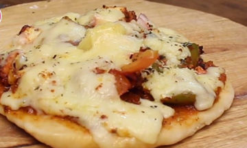 Συνταγή για πίτσα στο φούρνο μικροκυμάτων! Έτοιμη σε 2 μόλις λεπτά (vid)