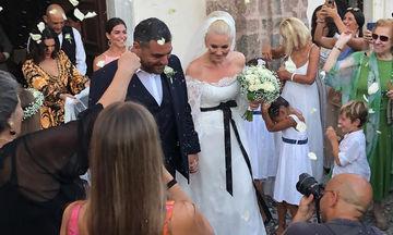 Παντρεύτηκαν Μουτάφη – Νιφλής στη Σαντορίνη (φωτο)