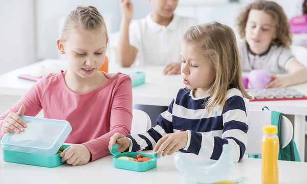 Βack to school: 3 απλές συμβουλές για να βοηθήσετε τα παιδιά σας να έχουν καλούς τρόπους