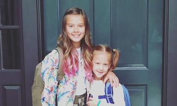 Γνωστή ηθοποιός φωτογράφησε τις κόρες της την πρώτη μέρα στο σχολείο - Τι φόρεσαν (pics)