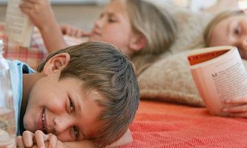 Επιστροφή στο σχολείο: Πώς θα κρατήσεις τις ψείρες μακριά από το παιδί σου