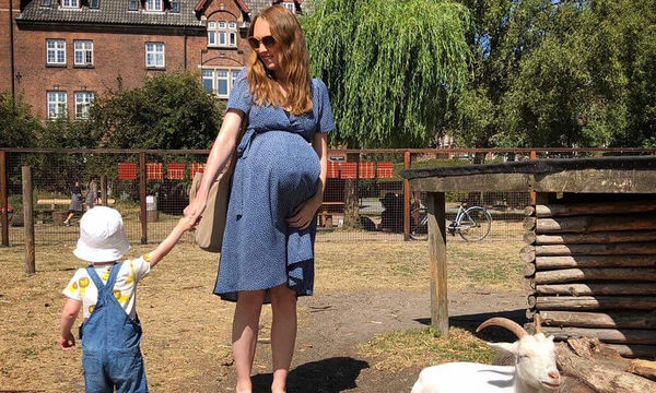 Μια μαμά μας δείχνει πώς είναι να είσαι έγκυος σε τρίδυμα (pics+vid)
