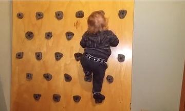 DIY τοίχος αναρρίχησης για νήπια - Ένας μπαμπάς μας δείχνει πώς να τον φτιάξουμε (vid)