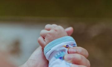 Οκτώ αδιαπραγμάτευτοι κανόνες που πρέπει να τηρείς όταν επισκέπτεσαι ένα νεογέννητο