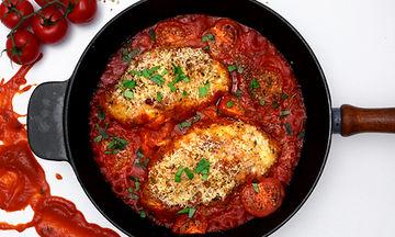 Γεμιστό φιλέτο κοτόπουλο με μοτσαρέλα, παρμεζάνα και ντομάτες - Δοκιμάστε το! (vid)