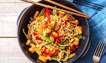 Γλυκόξινο κοτόπουλο με noodles