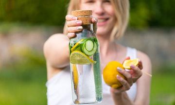 Αποτοξίνωση: 'Εξι τροφές που θα σας βοηθήσουν να αποβάλλετε τις τοξίνες (vid)