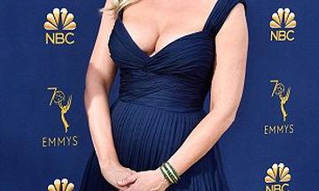 Εντυπωσιακή η πρώτη της εμφάνιση στο κόκκινο χαλί μετά τη γέννηση του παιδιού της (pics)