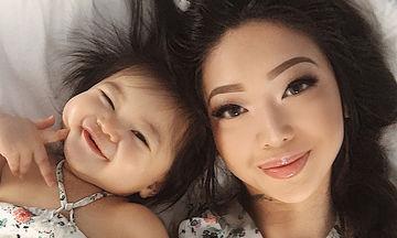Μαμά και κόρη βγάζουν τις πιο γλυκιές selfies (pics)