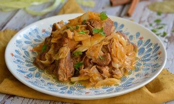 Συνταγή για πεντανόστιμο και παραδοσιακό χοιρινό με λάχανο