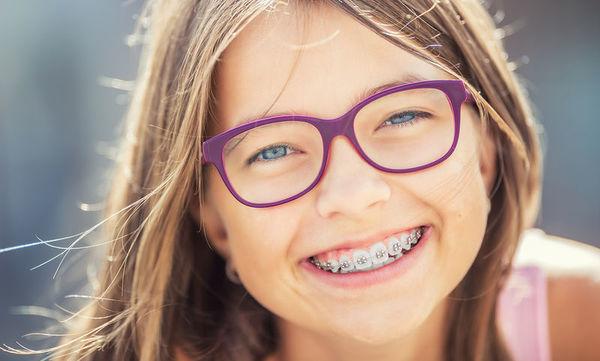 Σιδεράκια: Πώς να βοηθήσετε το παιδί να προσαρμοστεί στο σχολείο