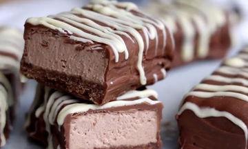 Συνταγή για ακαταμάχητες μπάρες σοκολάτας cheesecake (vid)