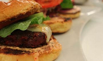 Συνταγή για λαχταριστό burger λαχανικών και πίκλα καρότο