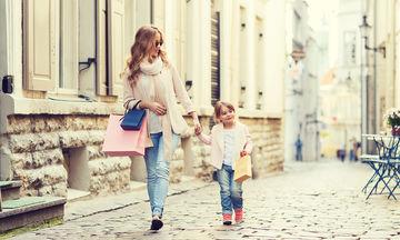 Δέκα + 1 πράγματα που δεν πρέπει να λείπουν από την τσάντα μιας μαμάς