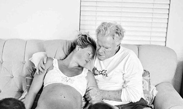 Πατέρας βοηθά την κόρη του να γεννήσει! Μοναδικές φωτογραφίες
