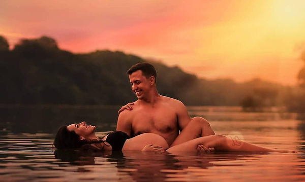 Ο ρομαντισμός ξεχειλίζει στα παραμυθένια μέρη που φωτογραφίζονται αυτές οι έγκυες γυναίκες (pics)