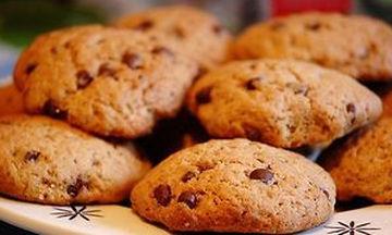 Τραγανά μπισκότα με σοκολάτα και ξηρούς καρπούς (vid)