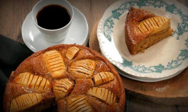 Λαχταριστό και ζουμερό κέικ με μήλα και κανέλα
