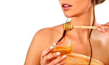 Οι 7 ευεργετικές ιδιότητες που έχει το μέλι στην υγεία της επιδερμίδας σας και όχι μόνο (vid)
