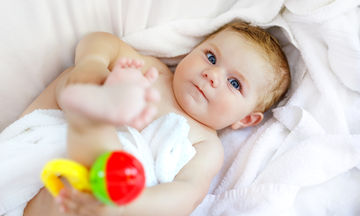 Από ποια ηλικία μπορούν τα μωρά να διακρίνουν τα χρώματα;