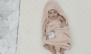 Αυτή η παιδική πετσέτα για βρέφη και μωράκια έως 2 ετών είναι πολύ πρακτική