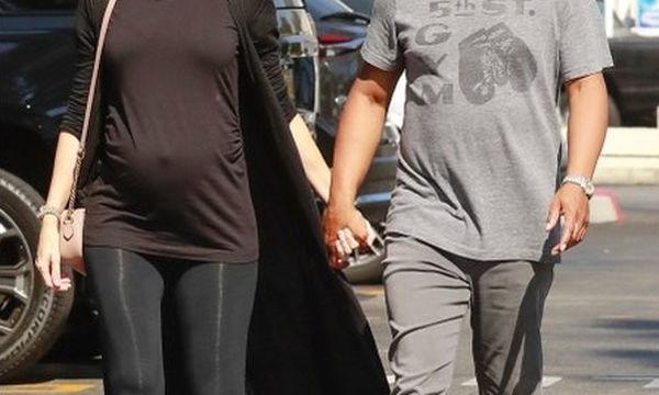 Μετά τον αρραβώνα τους, έκαναν την πρώτη δημόσια εμφάνιση σε προχωρημένη εγκυμοσύνη
