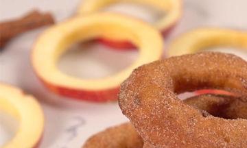 Ώρα για γλυκό; Apple rings που θα λατρέψουν τα μικρά σου