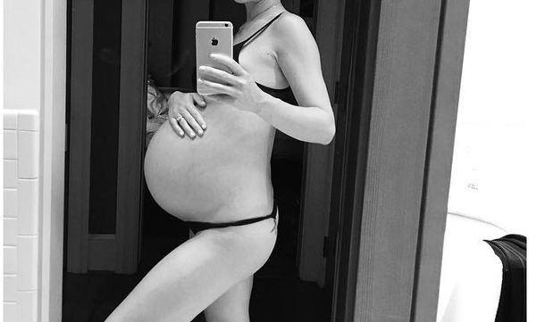 Γέννησε πριν δύο χρόνια και αυτή είναι η τελευταία φωτογραφία της πριν μπει στο μαιευτήριο (pics)