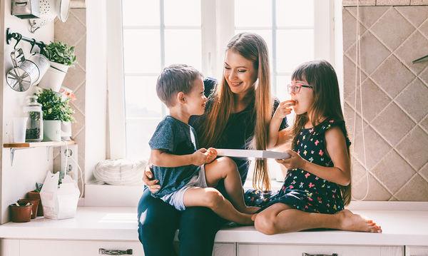 Είσαι μαμά; Τότε οπωσδήποτε πρέπει να ξέρεις αυτά τα tips για την κουζίνα (vid)