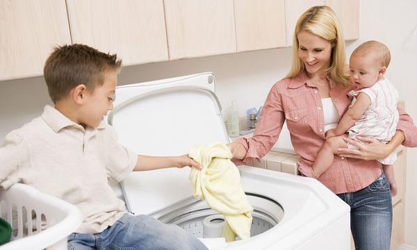 Δέκα πράγματα που δεν γνωρίζατε ότι μπορείτε να πλύνετε στο πλυντήριο ρούχων (vid)
