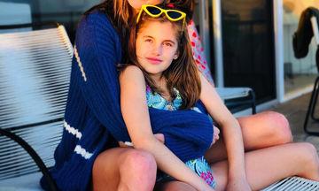 Η κόρη της μεγάλωσε και της μοιάζει όλο και πιο πολύ (pics)