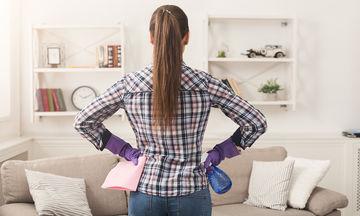 Εννέα έξυπνοι τρόποι να καθαρίσεις το σπίτι σου γρήγορα και αποτελεσματικά (vid)