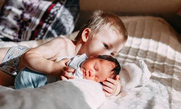 Πότε αρχίζουν να μιλάνε τα μωρά και ποιες είναι οι πρώτες τους λέξεις;