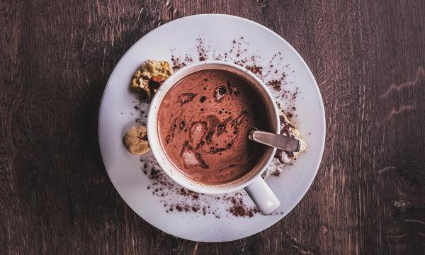 Πώς να φτιάξεις την πιο νόστιμη και εύκολη ζεστή σοκολάτα… με Nutella!
