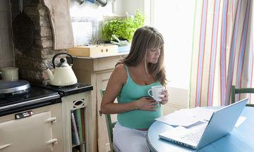 Πρέπει πραγματικά να παρατήσεις τον καφέ στην εγκυμοσύνη;
