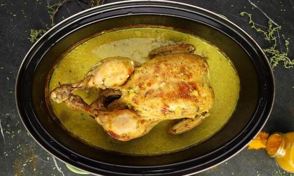 Κοτόπουλο στη γάστρα με γάλα και φασκόμηλο - Δείτε πώς θα το φτιάξετε