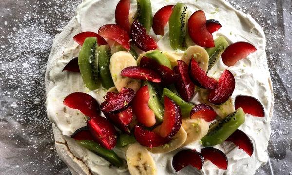 Πάβλοβα με φρούτα - Αν δεν έχετε φτιάξει ποτέ, τώρα ήρθε η ώρα!