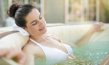 Κατάθλιψη: Τα ανέλπιστα οφέλη του μπάνιου με ζεστό νερό