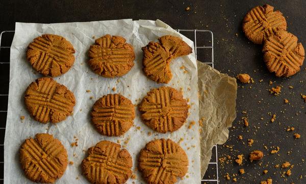Συνταγή για λαχταριστά μπισκότα με φυστικοβούτυρο