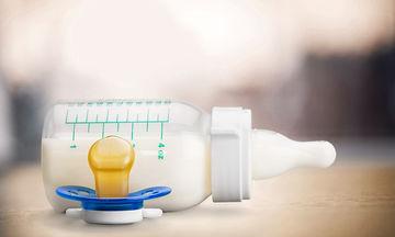Πώς θα αποστειρώσετε παιδικά μπουκάλια και πιπίλες (vid)