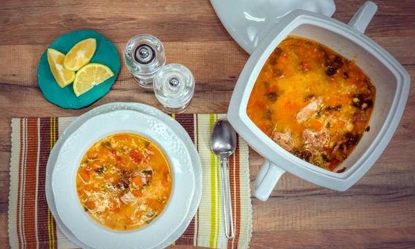 Θρεπτική κρεατόσουπα με τραχανά (vid)