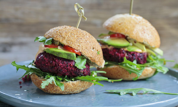 Beetroot Burger  - Πεντανόστιμα burger από κινόα και παντζάρι